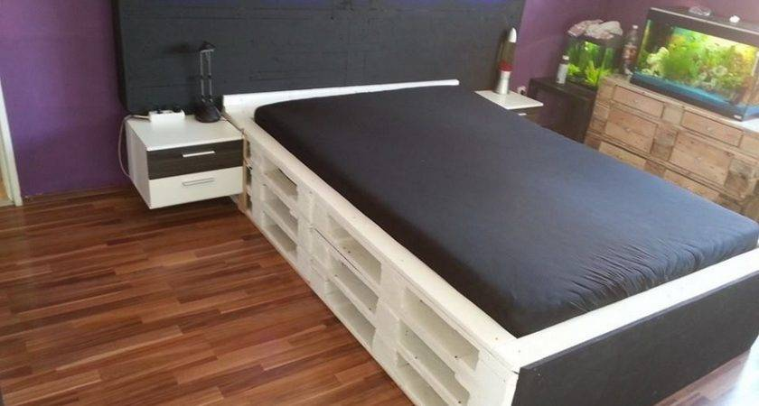 Bed Made Out Wooden Pallets Pallet Furniture Projects