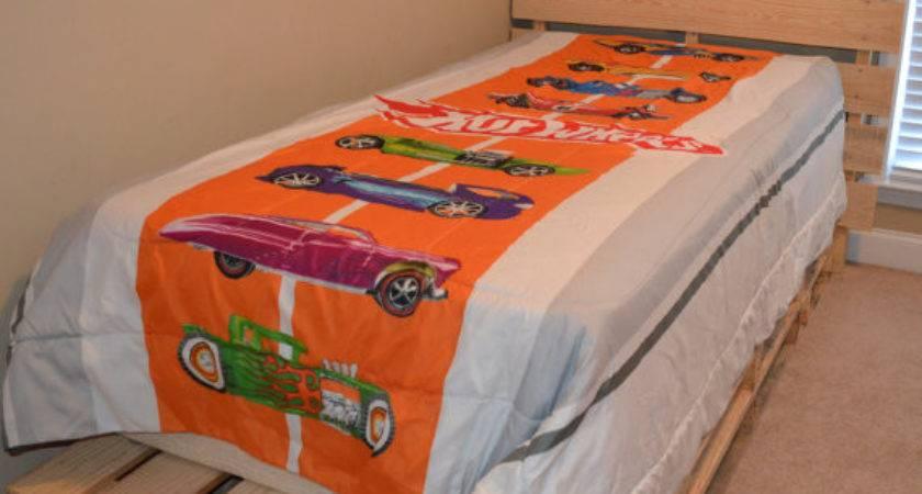 Items Similar Pallet Platform Twin Bed Etsy