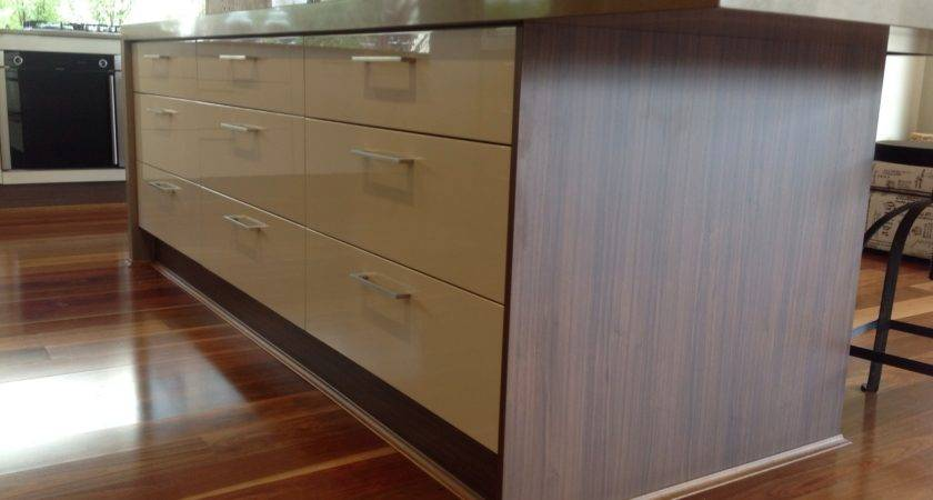 Laminate Flooring Around Kitchen Cabinets Everdayentropy