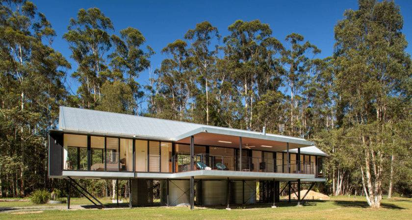 Modern Huis Dat Speciaal Gebouwd Tegen Overstromingen