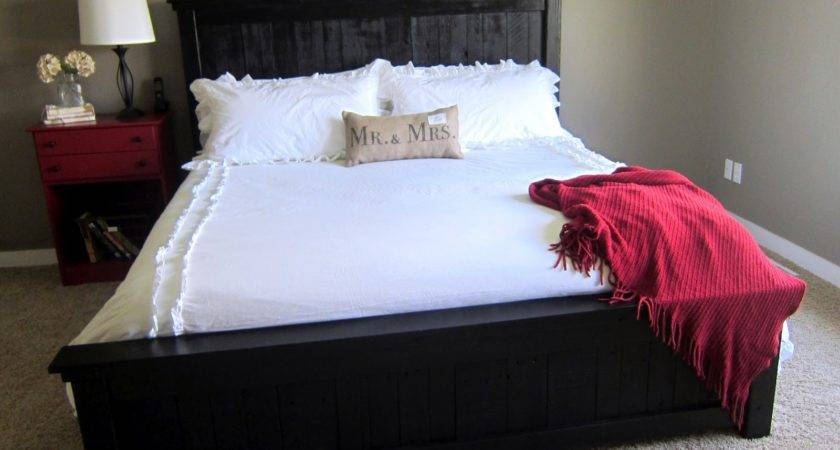 Pallet Brown Paper Packages Wood Bed