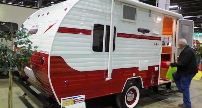 Retro Campers Chicago Show Scenic Pathways