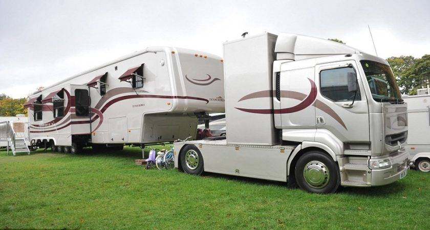 Showground Families Open Doors Their Luxury Mobile