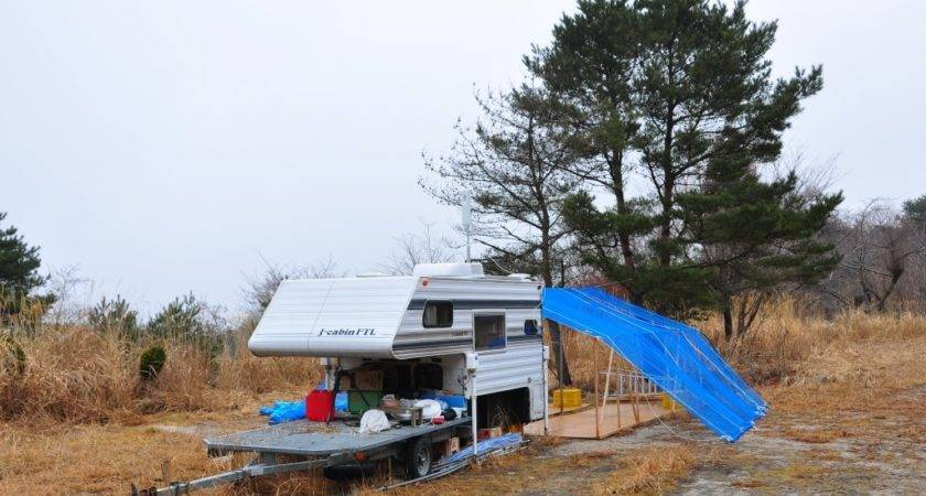 Somebody Living Camping Trailer Abandoned Kansai