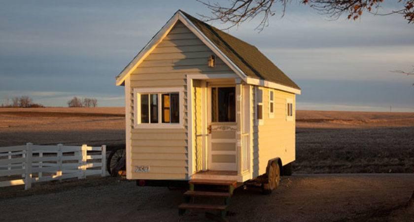 Tips Create Spacious Impression Small Mobile House