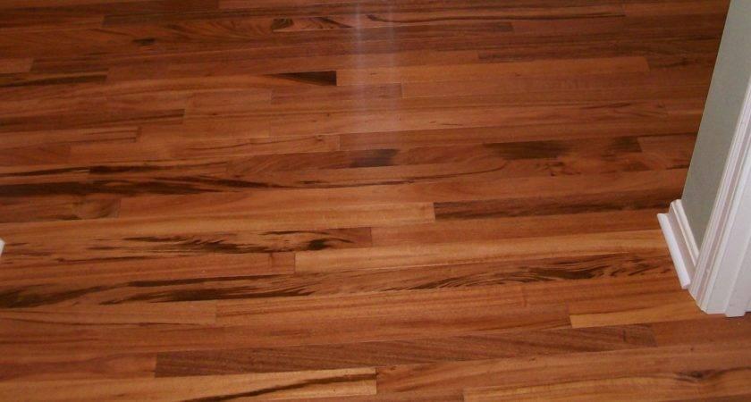 Vinyl Flooring Looks Like Wood Planks Brown